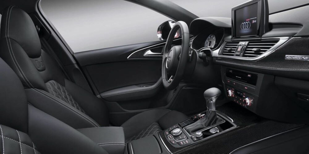 PENT: Audi er flinke til å lage spreke familiebiler. Interiøret er i kjent Audi-stil. Foto: Audi