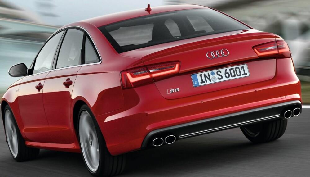 FETT: Foruten S6-emblemet avslører de fete pottene at dette er en Audi A6 litt utenom det vanlige. Foto: Audi