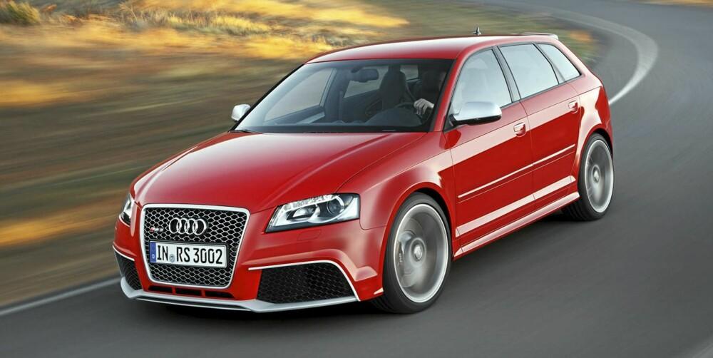 FORGJENGEREN: Nye Audi RS 3 Sportback er ikke veldig ulik forgjengeren. FOTO: Audi