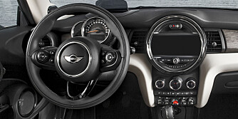 FLYTTET: I nye Mini er speedometeret flyttet til konvensjonell plass. Det er også foretatt en rekke nye grep. FOTO: BMW