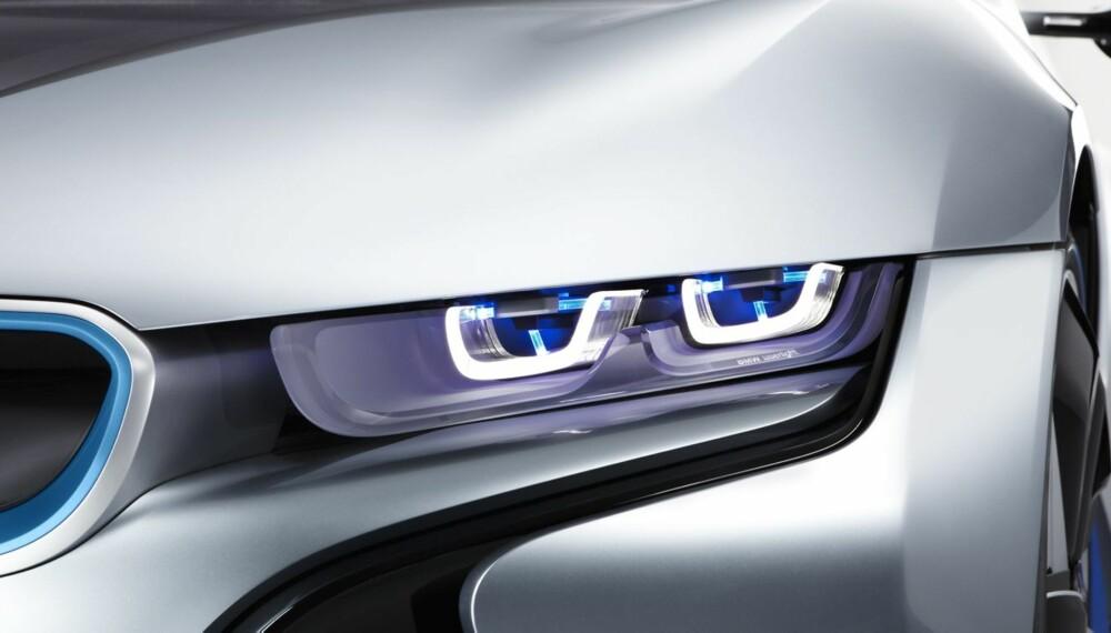 LASER: BMW i8 Concept ble vist med laserlys. Nå kommer teknologien på produksjonsmodeller. FOTO: BMW