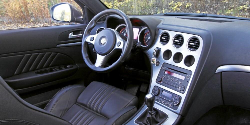 Alfa Romeo 159 SportWagon har et førerorientert dashbord.