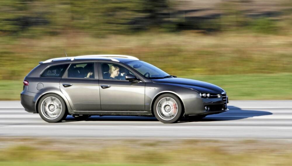 LEKKERBISKEN: Med sportslige egenskaper og et meget vellykket design, appellerer Alfa Romeo 159 til de som ønsker seg det lille ekstra.