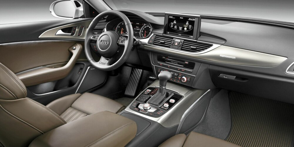 INTERIØR: Innvendig er Audi A6 Allroad i hovedsak lik en vanlig A6 Avant, men fargetoner og listverk er annerledes. FOTO: Audi
