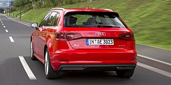 UTEN EKSOSPOTTER: Den ser ut som en vanlig Audi A3 Sportback bakfra, men mangler de karakteristiske eksospottene. Ladbare A3 Sportback kommer til Norge neste år. FOTO: Audi