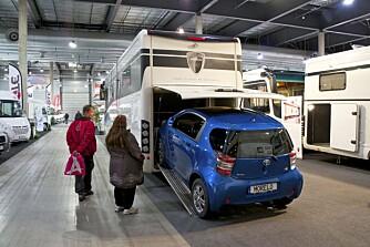 FØLGEBIL: Kjøper du en Morelo bobil kan du ta med deg en liten følgebil i egen garasje. Foto: Geir Svardal