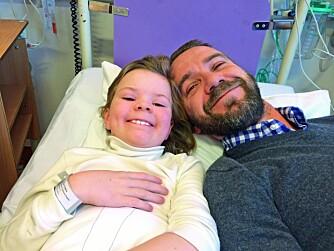 SØSKENKJÆRLIGHET: To dager før julaften 2014 får Angelica tilbakefall av kreftsykdommen. Snille og gode storebror Kenneth kommer på sykehuset for å trøste. – Angelicas sykdom har gjort meg til et bedre menneske, sier han til Norsk Ukeblad.