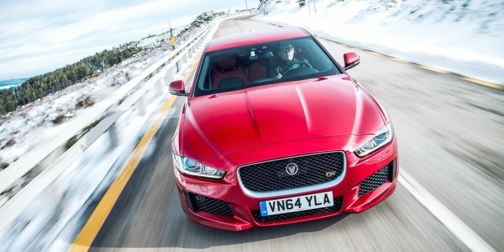 JAGUAR XE: XE er den første Jaguaren med elektrisk servostyring.