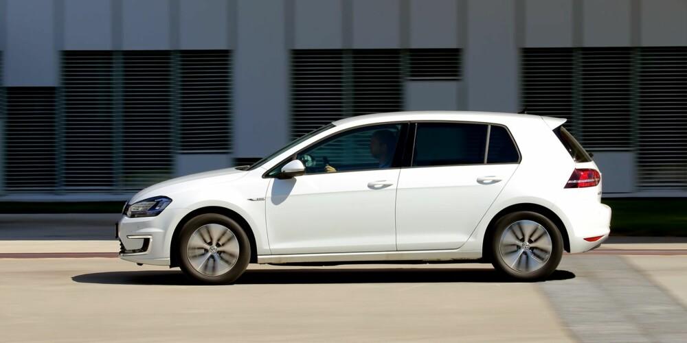 ALLSIDIG: Dagens generasjon av VW Golf finnes med vanlige motorer, som ladbar hybrid og som elbil. Her er e-Golf, som bare går på strøm. FOTO: Terje Bjørnsen