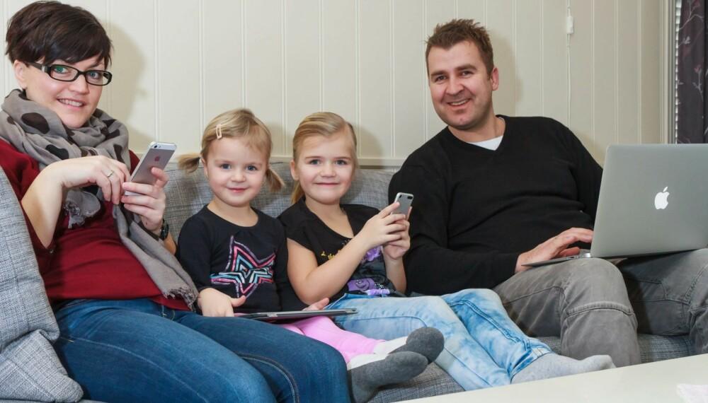 BEDRE NETTVERK PÅ 1-2-3: Familien Nesholen består av fire store og små nettbrukere. Sammen med Asus ga HjemmePC dem en ganske ekstrem oppgradering av det trådløse utstyret.