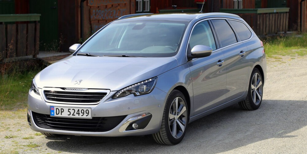 BILTEST: Vi ville valgt Peugeot 308 med bensinmotor. FOTO: Terje Bjørnsen