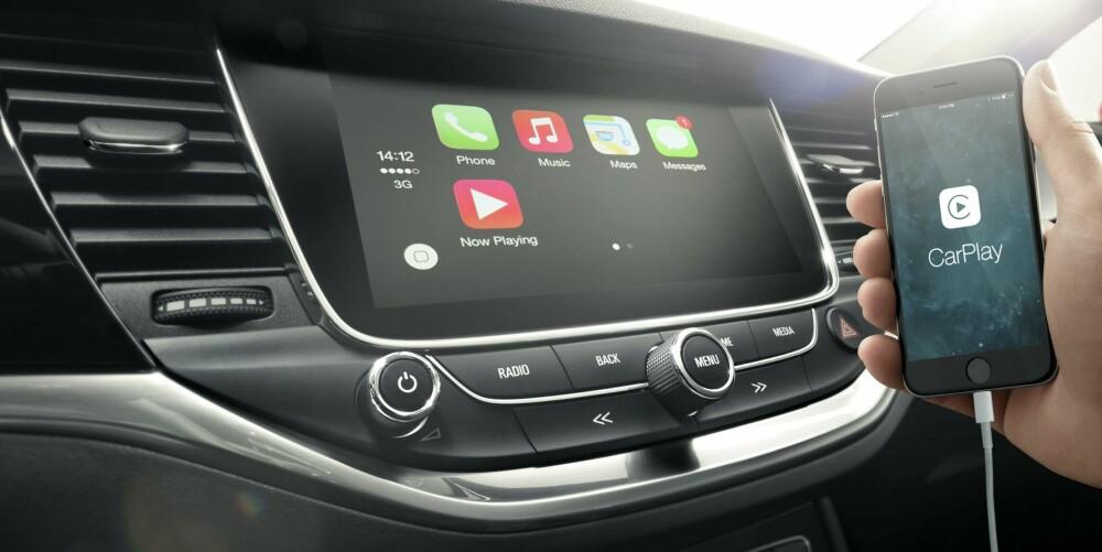 SPEILES: Mobiltelefonens funksjoner kan speiles i den 8 tommer store dashbordskjermen i Astraer med Premium utstyrsgrad. FOTO: Opel
