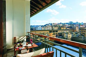 UT MOT HAVET: Hotel Lugarno, som er eid av Salvatore Ferragamo sin familie, ligger nær elva Arno.