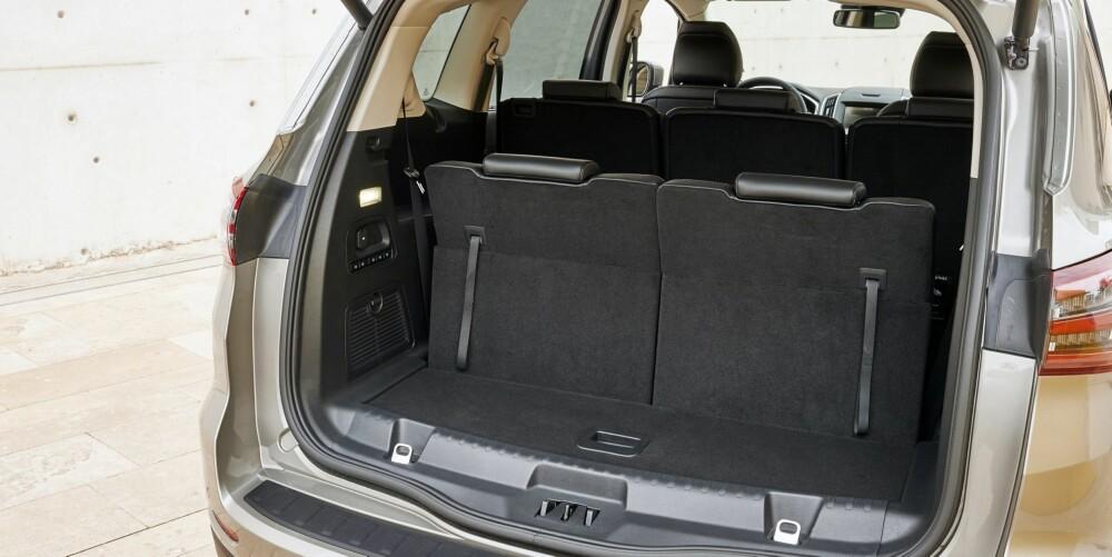 BAGASJEPLASS: Som syvseter med alle setene i oppreist posisjon er bagasjevolumet oppgitt til 285 liter. FOTO: Produsent