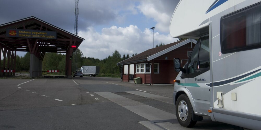 USIKKER?: Dra innom en kontrollstasjon og sjekk vekta på bobilen før ferieturen. FOTO: Geir Svardal