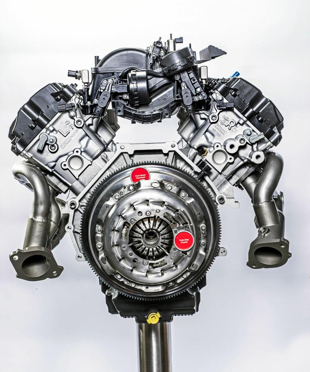 KRAFTVERK: 533 hk og 582 Nm er nøkkeltall for den nye V8-motoren. I Ford-sammenheng er maksimalt turtall rekordhøyt, med 8250 o/min.