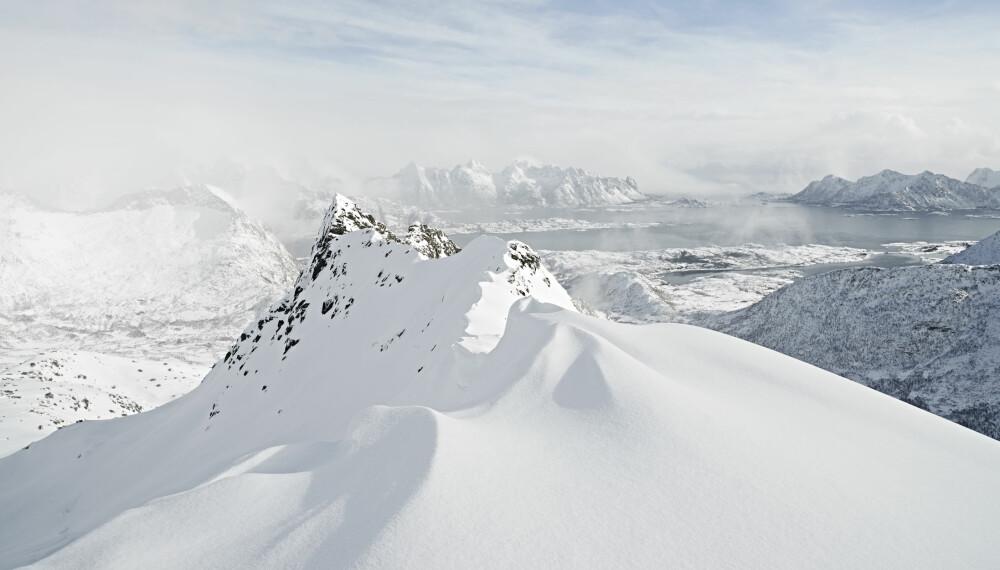 VIL DU STÅ PÅ SKI I FANTASTISKE OMGIVELSER MED GORE-TEX?: Meld deg på - kanskje du trekker vinnerloddet i konkurransen om å være Norges ambassadør på GORE-TEX® Experience Tour Ride and Surf i Lofoten.