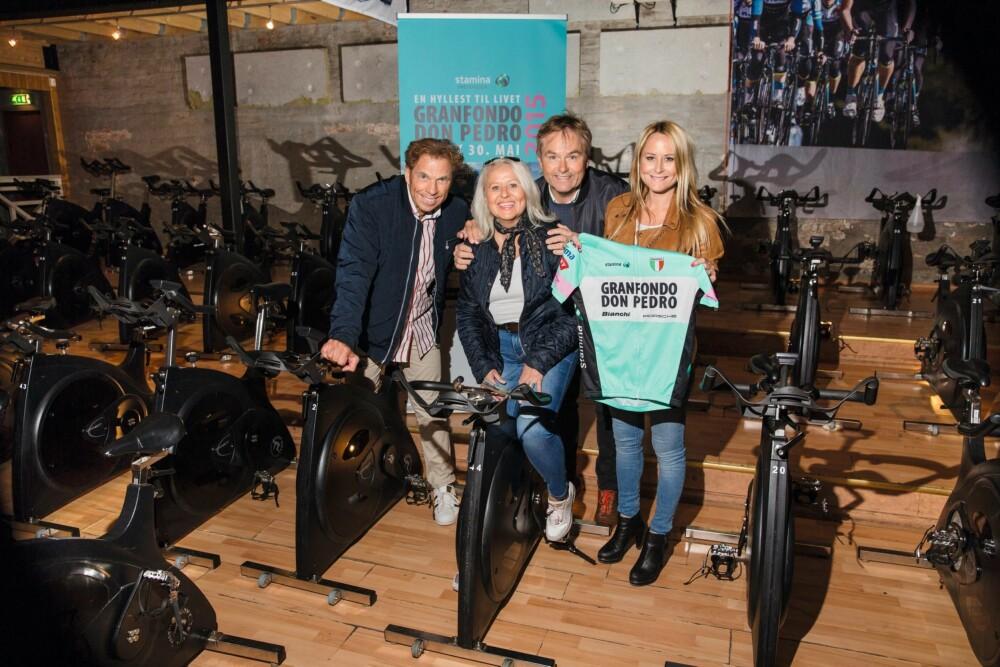 SPORTY: Den tidligere skøyteløperen Tom Erik Oxholm, Kristin Andersen, Dag Erik Pedersen og hans datter Andrea Pedersen trener  så fort de får sjansen.
