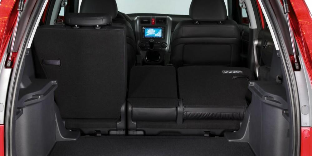 PLASS: Bagasjerommet varierer fra 442 - 556 liter avhengig av modell og utstyrtnivå. Med alle setene nedfelt blir plassen til 1532 liter (955 liter opp til vinduene). FOTO: Honda