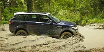 IKKE OFTE: Det er ikke i disse omgivelsene Range Rover Sport blir å finne til vanlig i Norge. Men den tåler litt gjørme bare så det er klart. FOTO: Nick Dimbleby