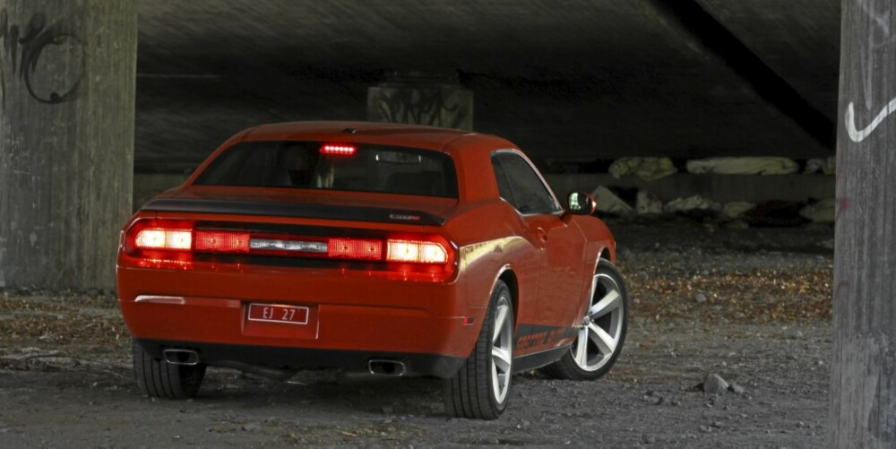 Dodge Challenger SRT8 -09