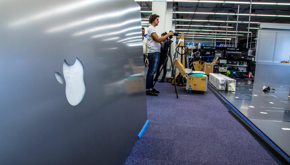 LOGO: Apple legger verdenspremieren av sitt nye butikkonsept til Elkjøp Megastore på Lørenskog utenfor Oslo.