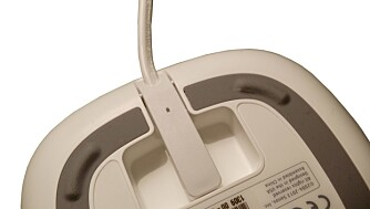 PENT: Stømkabelen til Sonos Play:1 er pent integrert i designet. Hvit høyttaler får hvit kabel, mens sort høyttaler bruker sort kabel.
