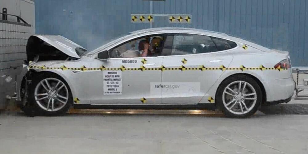 SCORER HØTY: Tesla Model S gjør det svært bra i NHTSAs test. FOTO: NHTSA