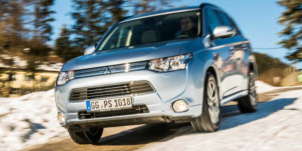 FØRST: Mitsubishi Outlander Plug-in Hybrid EV er den første ladbare hybriden i den kompakte SUV-klassen. FOTO: Mitsubishi