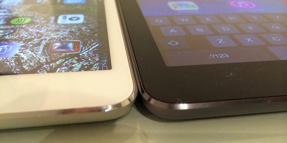 TYNN: iPad Air er blitt tynnere. Her ligger den samme med iPad mini. iPad Air er den sorte til høyre.