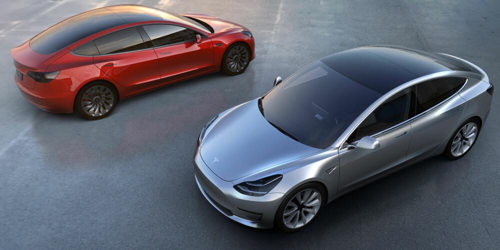 GLASSTAK: Model 3 ligner en hel del på Model S. Det store glasstaket skal gi bedre romfølelse innvendig.