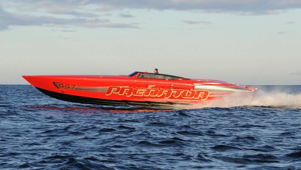 TOPPFART: Den er god for rundt 220 km/t. Det er ekstremt raskt på vann.