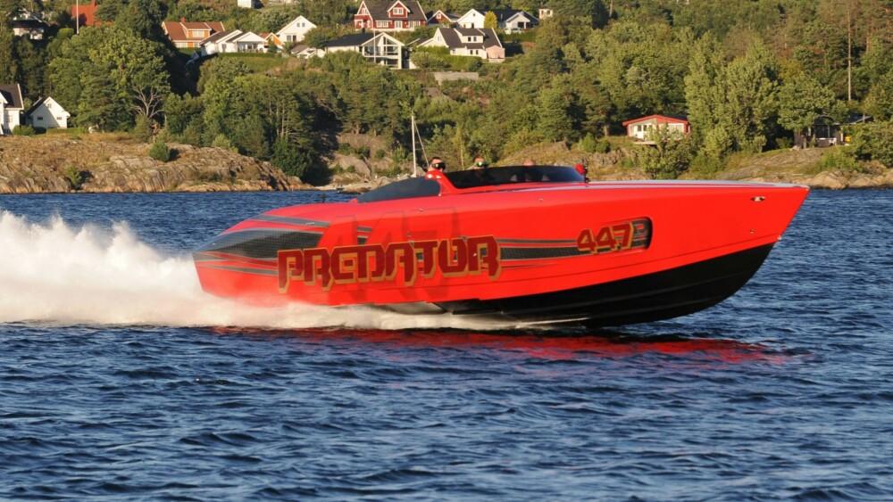 RASK BÅT: Predator 447 har 2700 hk, men du kan få den vanvittige 3300 hk.