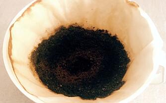 IKKE KAST GRUTEN: Kaffegruten er super å bruke på huden.