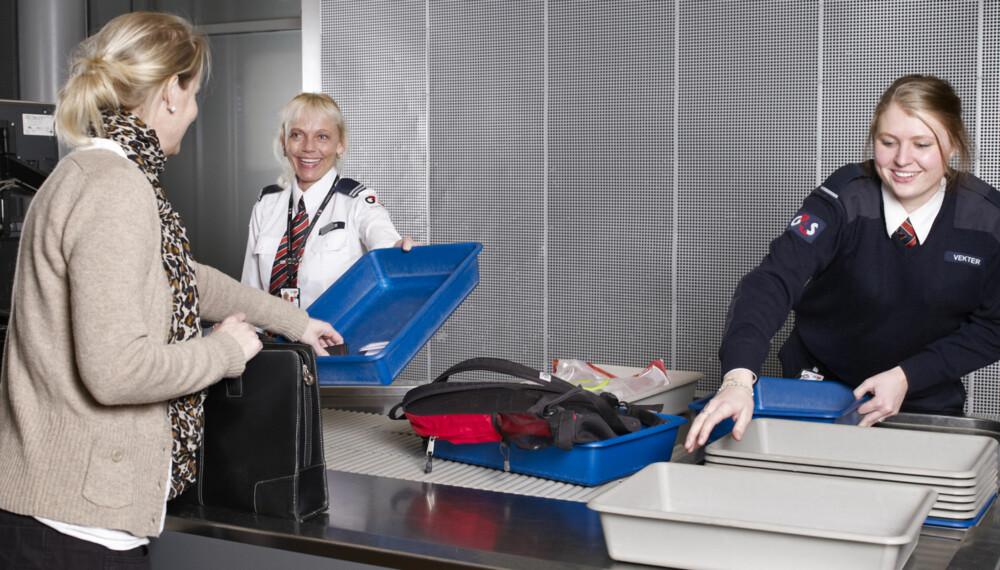 UNNGÅ UNØDVENDIG KØ: Vær rask og effektiv i sikkerhetskontrollen og forbered deg godt på forhånd. FOTO: Oslo Lufthavn