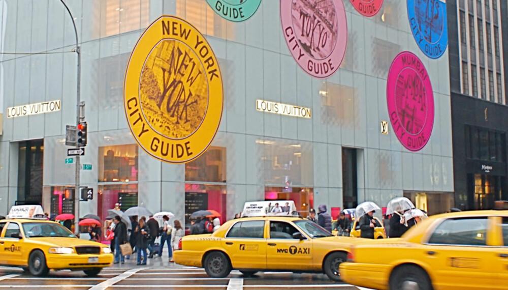 FÅ FART PÅ FERIEPENGENE: Glem budsjettet, i New York får feriepengene bein å gå på. Ta turen innom Louis Vuittons legendariske flagshipbutikk på Fifth Avenue.