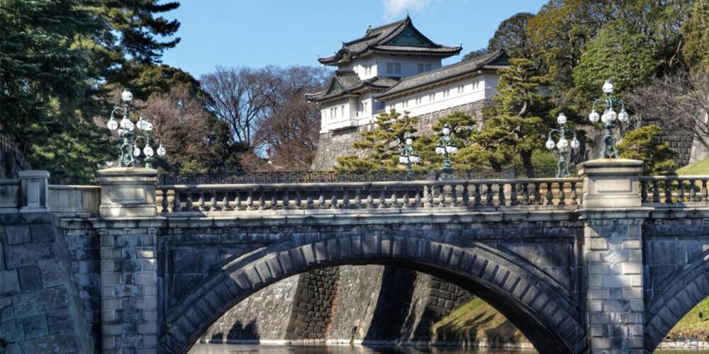 PALASSET: Dette palasset er hjemmet til japans keiserfamilie og ligger i en bypark midt i Tokyos sentrum.