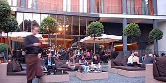LUKSUS: Nyt en bellini eller espresso i den lekre hagen bak Bulgari Hotel - om du har råd.