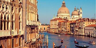 VANNET STIGER: En vakker dag regner man med at Venezia kan forsvinne i havet.