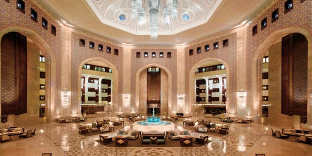 DEKADENT: Lobbyen på dette hotellet i Oman er en opplevelse.