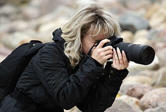 VÆR TYDELIG: - Jeg bruker et stort Canon-kamera med linse, og viser dermed tydelig at jeg ønsker å ta bilde, sier Mette Solberg Fjeldheim. Hun tror andre setter pris på åpenhet, spesielt i urolige områder. FOTO: Colourbox.com