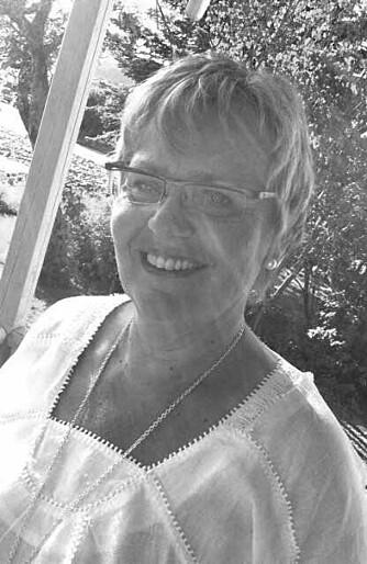 BIBLIOTEKSJEFEN: Karen Sletten Henriksen jobber på Fetsund folkebibliotek. FOTO: Privat.