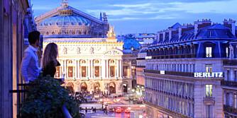 KJÆRLIGHETENS BY: Nyt utsikten mot den flotte operaen fra dette hotellet i Paris.