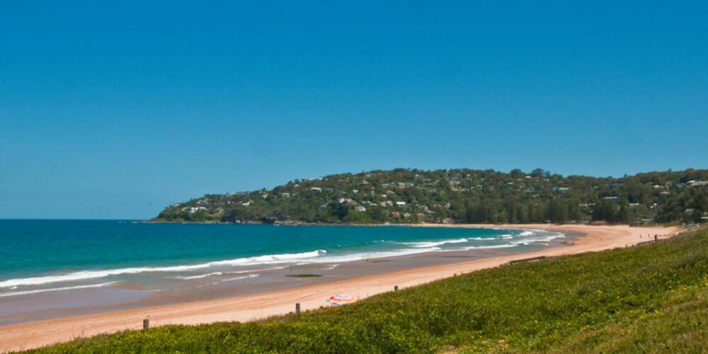 SANDSTRAND; Mer er mange bystrender i Sydney. Den aller ytterste om man beveger seg nordover, er Palm Beah.