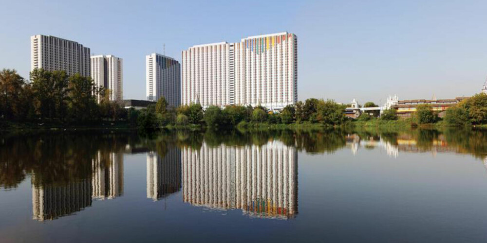 RIMELIG OVERNATTING: Her bodde deltakere i OL i 1980. Nå er Sovjet-blokkene gjort om til et giganthotell.