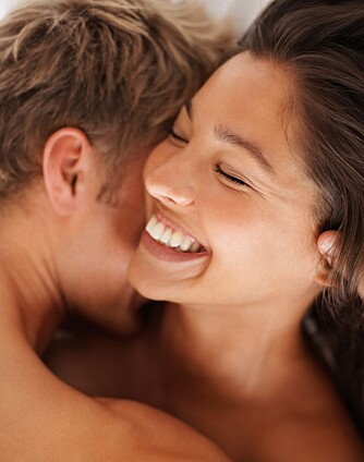 KOMMUNIKASJON: Ekspertene anbefaler par å være raus med komplimenter og minne hverandre på tidligere sex man har hatt sammen som har vært vellykket.