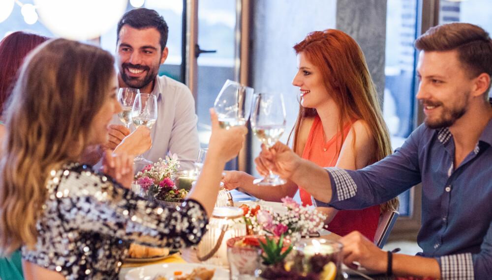 VENNEKVELD: Fortsett å invitere alle på vennekvelden, så får de som skiller lag selv bestemme om de fortsatt vil komme.
