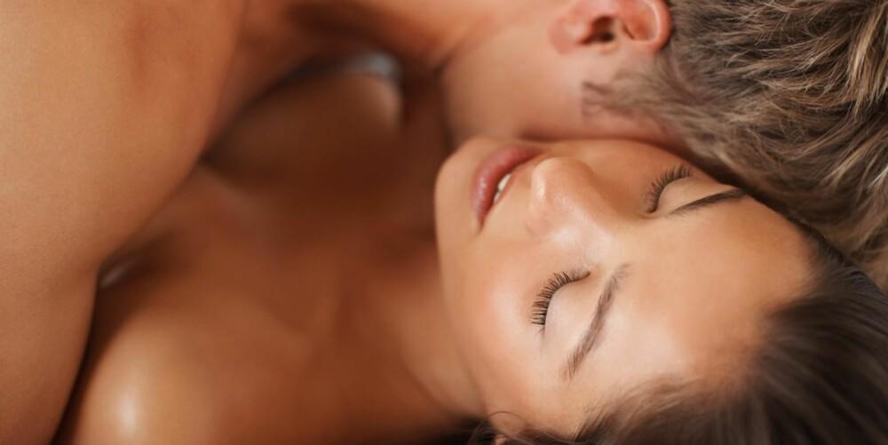 UTFORSKNING: Når du utforsker kroppen din alene eller sammen med partner, finner du ut alt du trenger å vite om erogene soner, nytelse og hva du tenner på mest.