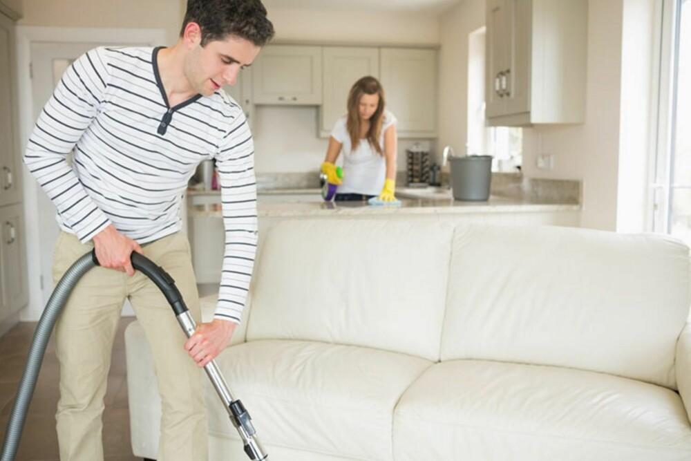 MENN TAR MER ANSVAR: Tall fra SSB viser at fedre i dag tar mye mer ansvar i hjemmet nå enn før i tiden, mens mødre bruker mindre tid på husarbeid enn før.