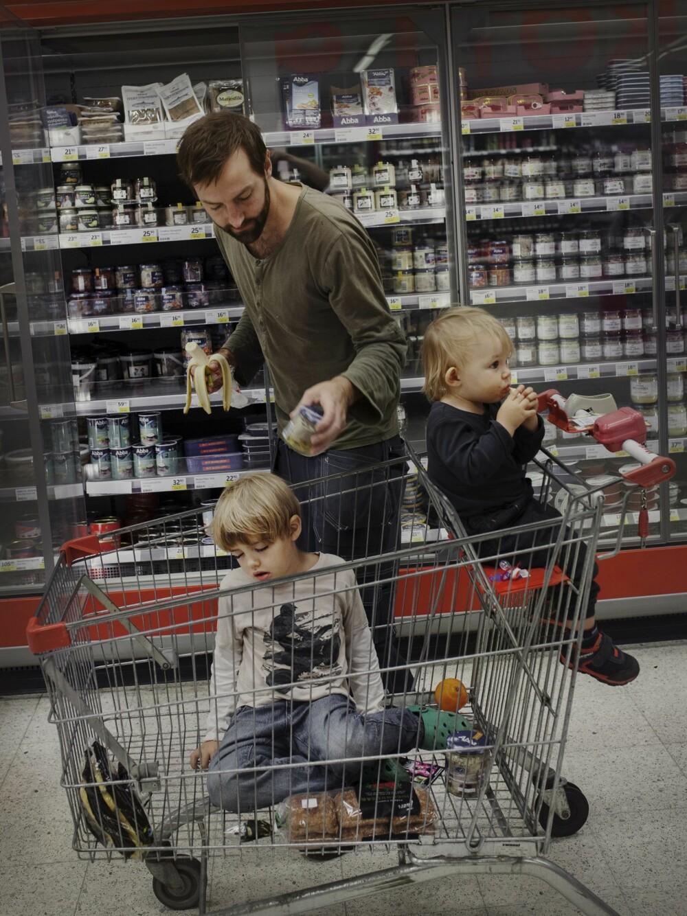 MARCUS BERGQVIST (33): Hjemme med eldste sønnen Ted i seks måneder og yngste sønnen Sigge i åtte måneder.
